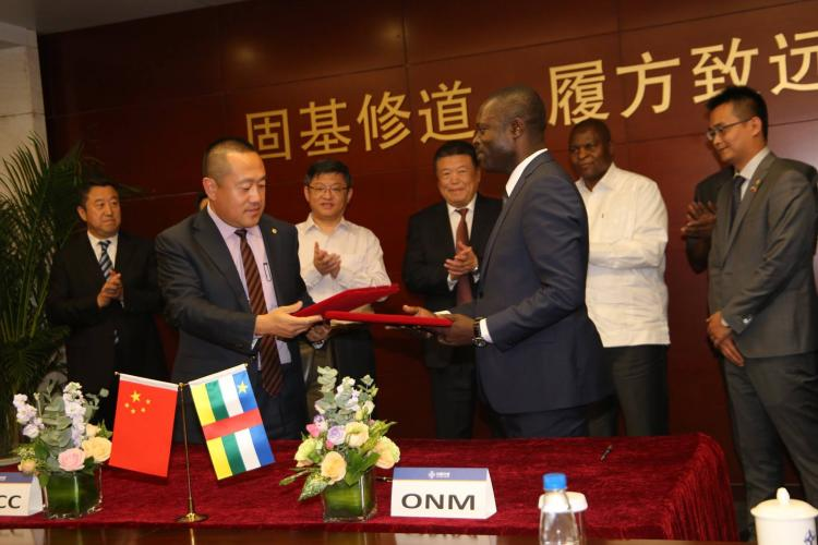 LE GROUPE CHINOIS CHINA COMMUNICATIONS CONSTRUCTION COMPANY LTD (CCCC) ET L'OFFICE NATIONAL DE MATÉRIELS (ONM) SIGNENT UN ACCORD DE PARTENARIAT